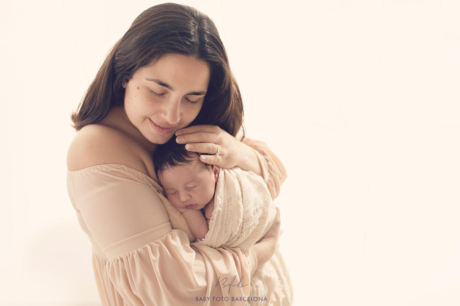 Baby Foto Barcelona - Sesión Newborn (recién nacido) Fotos en familia / Sessió nounats Fotos amb la familia